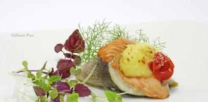 Cornucopia di spigola e salmone con spuma di patate