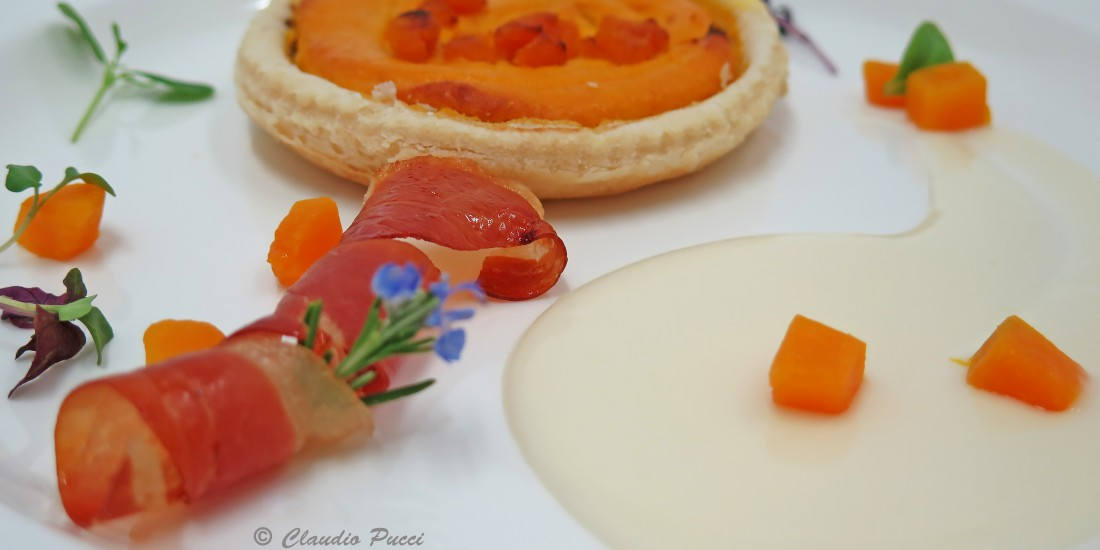 Piccola quiche di zucca e speck con salsa al taleggio